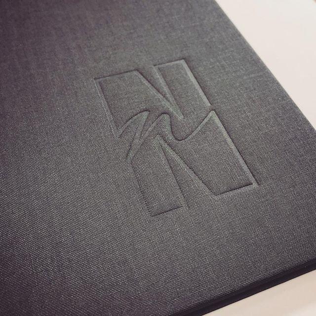 Such a satisfying deboss, nice crisp lines and a deep punch. 👊🏻 #logo #blinddeboss #customportfolio #custombookbinding