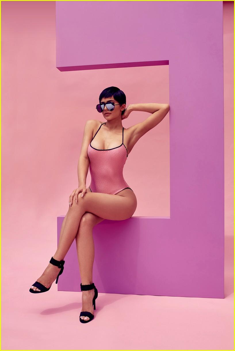 kylie-jenner-quay-sunglasses-campaign-04.jpg