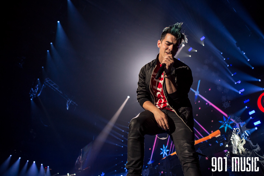 na-12162015-Jingle Ball Chicago-8.jpg