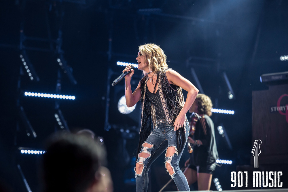 Carrie Underwood-8.jpg