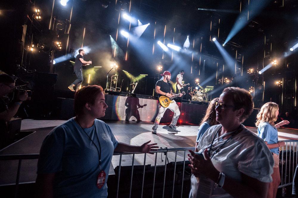 na06082017-CMA Fest Night 221.jpg