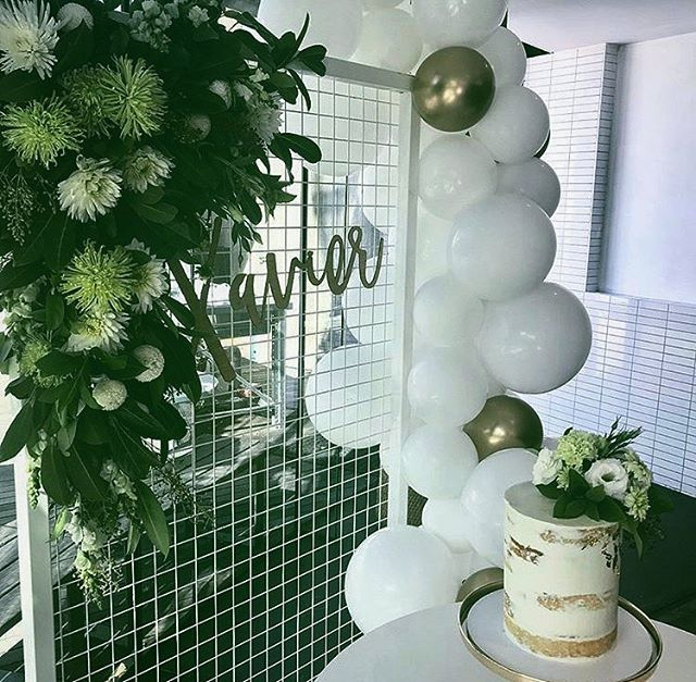 Big congratulations to Lauren & Sugu on the baptism of their little boy Xavier •••••team work makes the dream work•••••• 💐 @minasflorals 🎈 @moonshotballoons 🍰 @blueandrubycakeart  #seeyouonthedeck  #hawthorncommon #hawthorncommonevents #melbournerooftop #melbournevents #functions