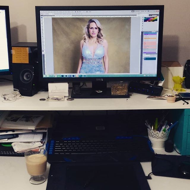 This my Friday night, a glass of baileys, music is on, editing...what does yours look like? #karmphotography  #friday  #fridaymood #editing #portraitphotographer  #portraitphotography #drinks