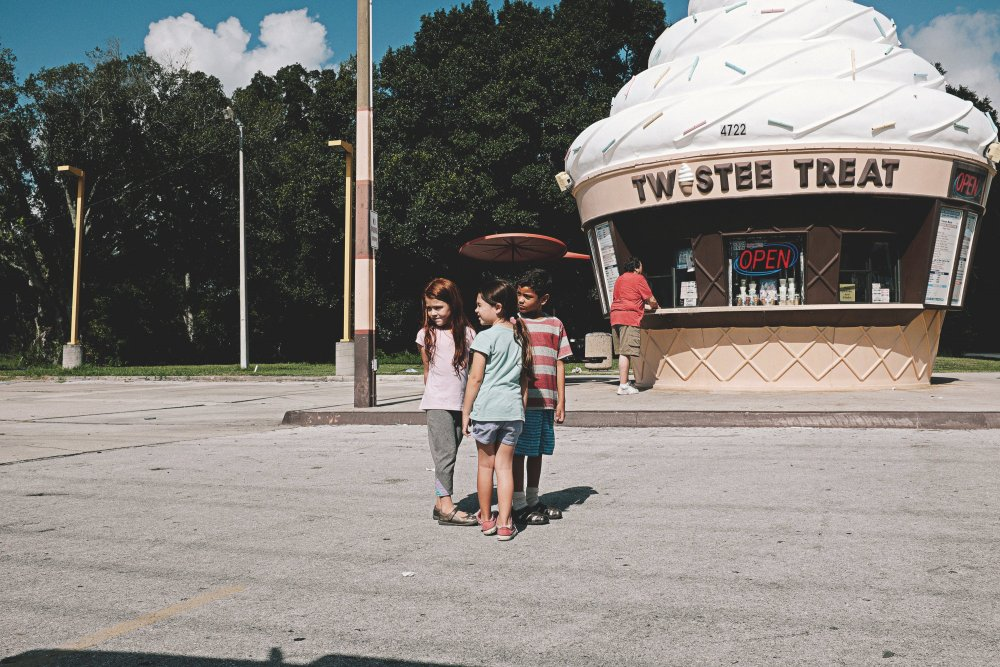 florida-project-the-2017-007-kids-outside-twistee-treat-ice-cream-shack.jpg