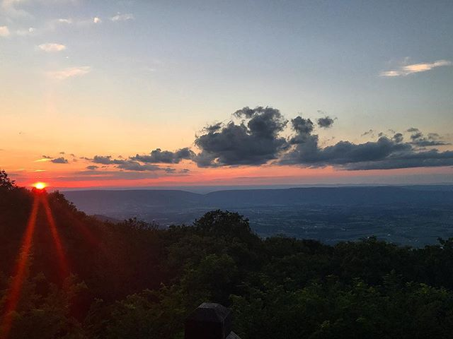This star had such a big day today. #rest . . . . #sunset #eclipse #blueridgemountains #shenandoahnationalpark #shenandoah #virginia #inspirationaldestinations #girlswhotravel #darlingescapes #travelgram #lovetotravel #traveldiary #viewfromthetop #dctography #loveVA #nova #bigmeadow #virginiacities #keepitwild #liveauthentic #l4l #virginiawine #virginiablogger