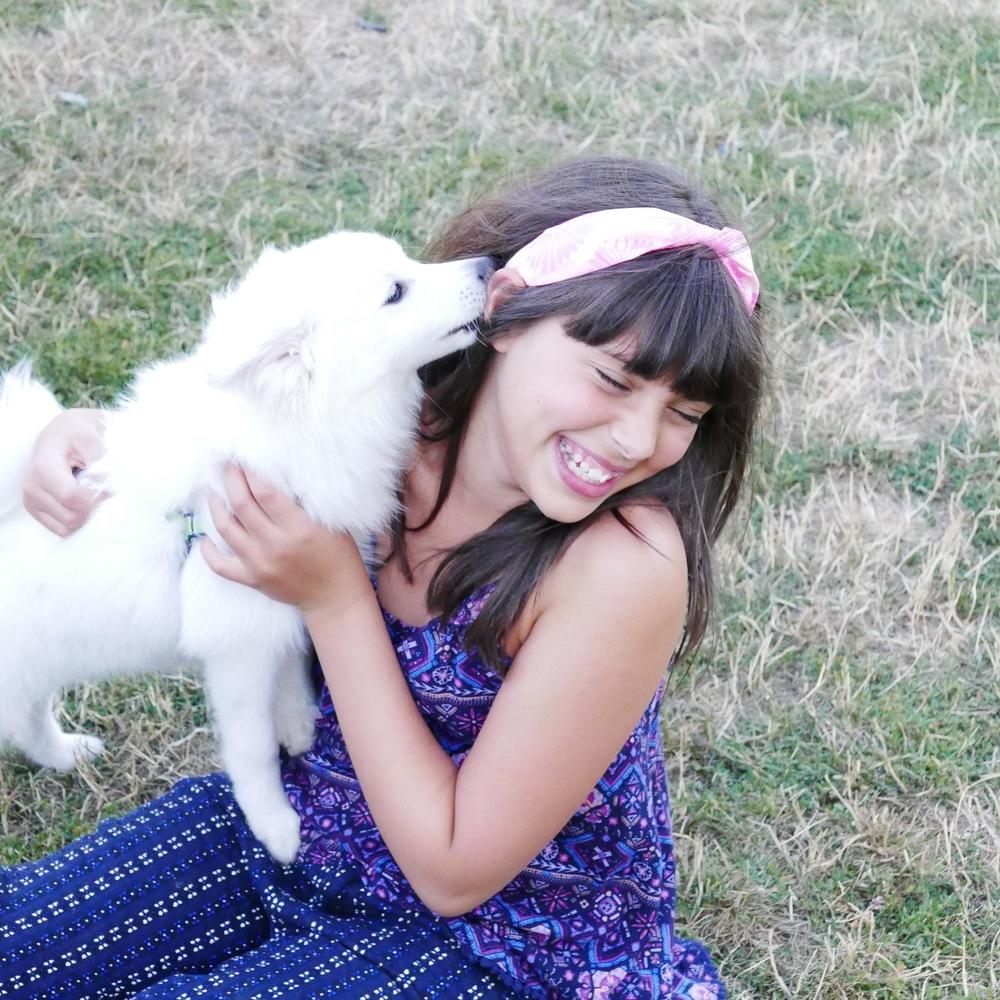 puppy kissing tween