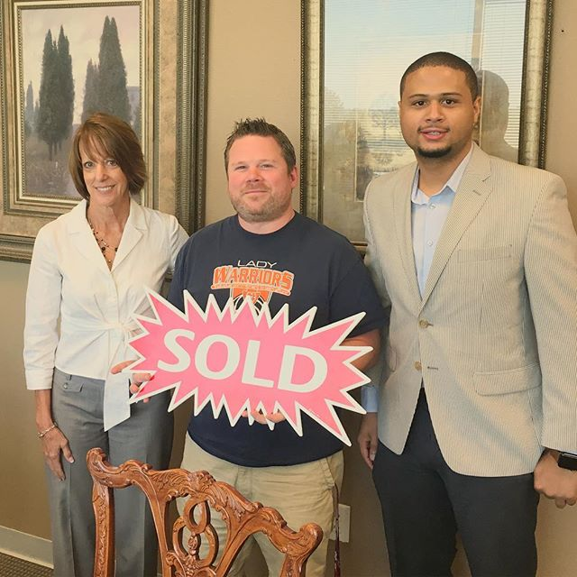 Found my friend a home within a week and we closed within 25 days! Who do you know that needs help with purchasing a home or selling their home? Contact me! #ZaiSellsATL #realtor #realestate #homesforsale #atlanta #ATL