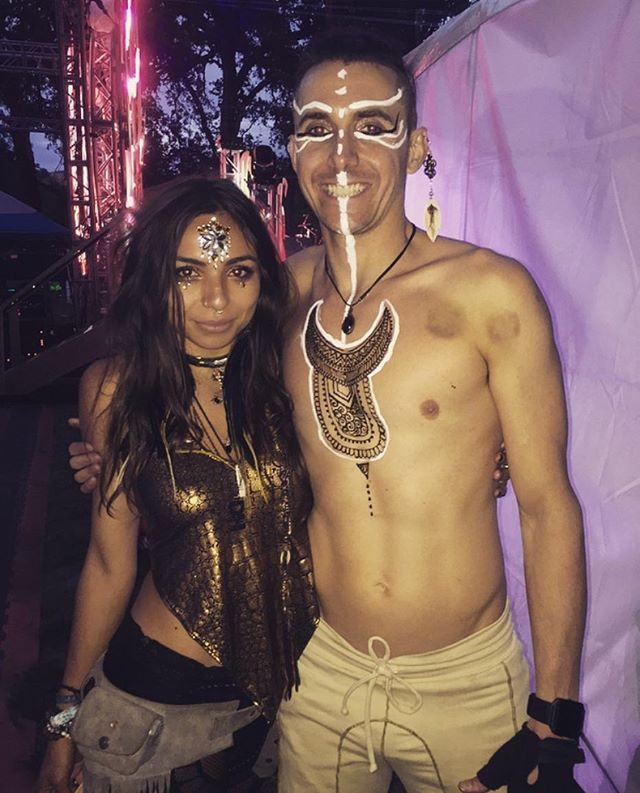 Had the blissful pleasure of adorning Tristan with this #Wanderlove henna chest piece just before his fiercely stunning fire performance during @davidstarfire's set at @enchantedforestgathering ☄️🔥🌲 . Henna Body Art by yours truly 😘 ••••••••••••↠  ⠪𑁍𑀇  ⠪𑁍𑀇