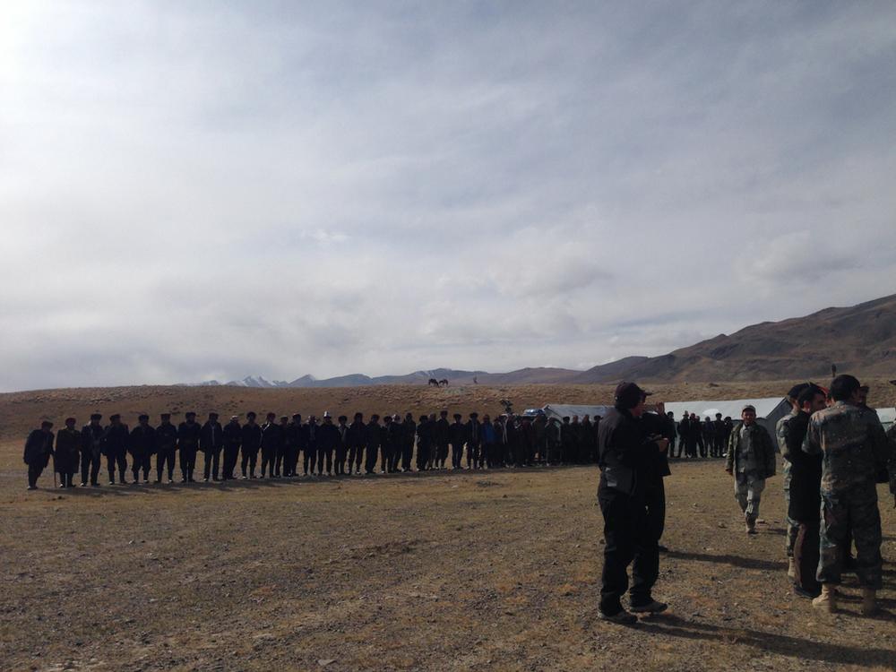 На таджикско-афганской пограничной заставе нас встретили афганские кыргызы. Исключительно мужчины.