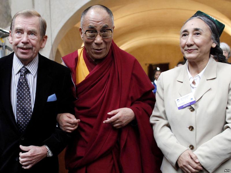 Бывший президент Чехии Вацлав Гавел, духовный лидер Тибета Далай Лама и Рабия Кадыр