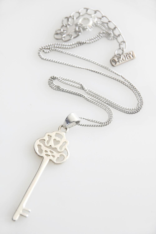 Silver Key Pendant (5094).jpg