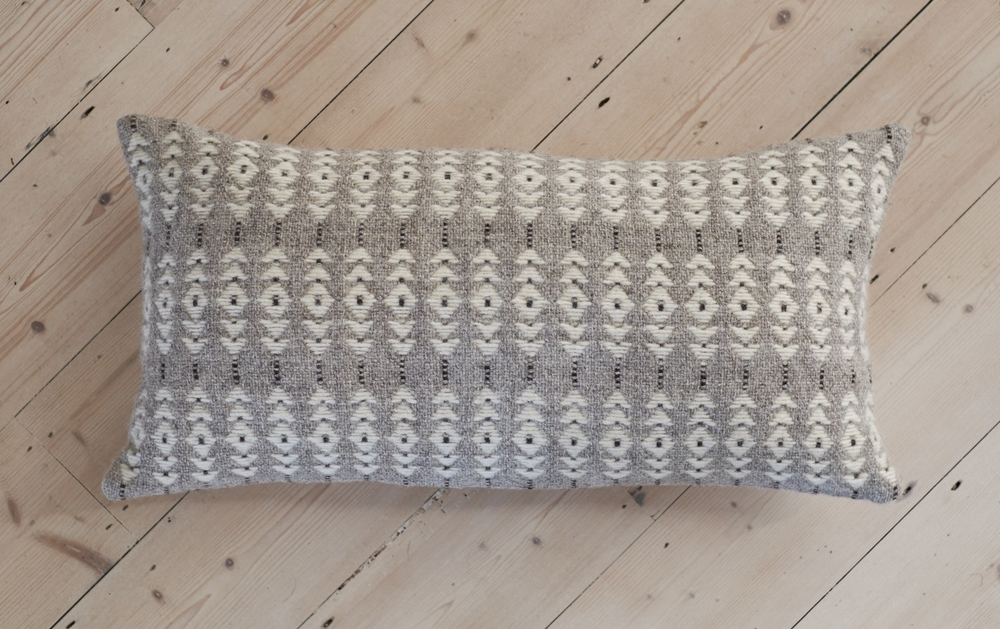 Arrow handwoven woollen cushion cover