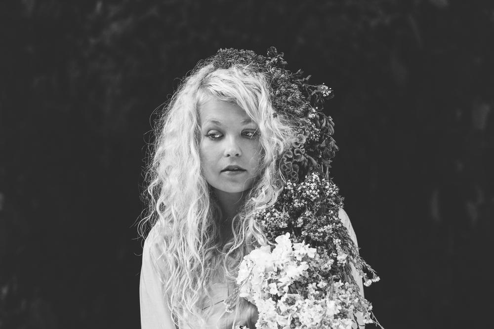 AnnukkaPakarinen_LauraMoisio_portrait2014.jpg