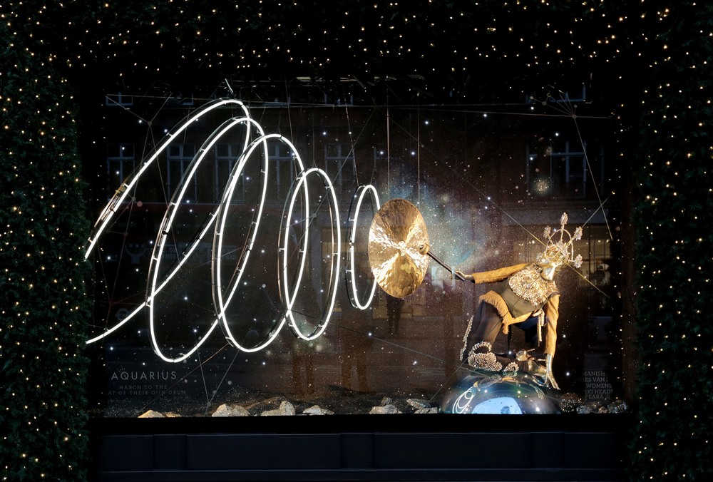 Selfridges Christmas Windows 2015_Journey to the Stars_Zodiac Aquarius.jpg