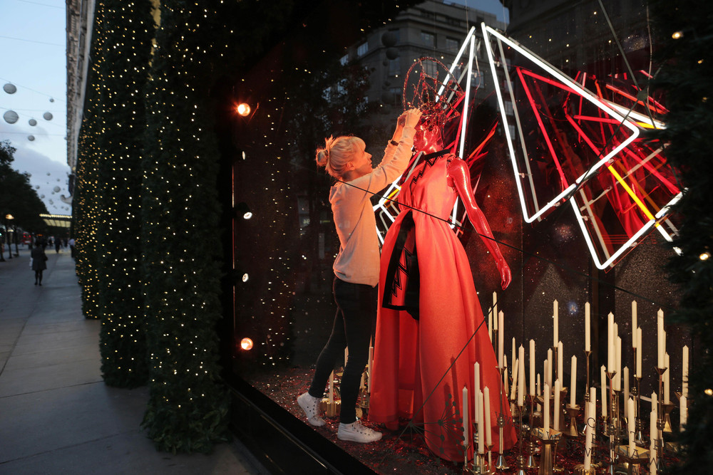 Selfridges Christmas Windows 2015_Journey to the Stars_Zodiac Aries.jpg