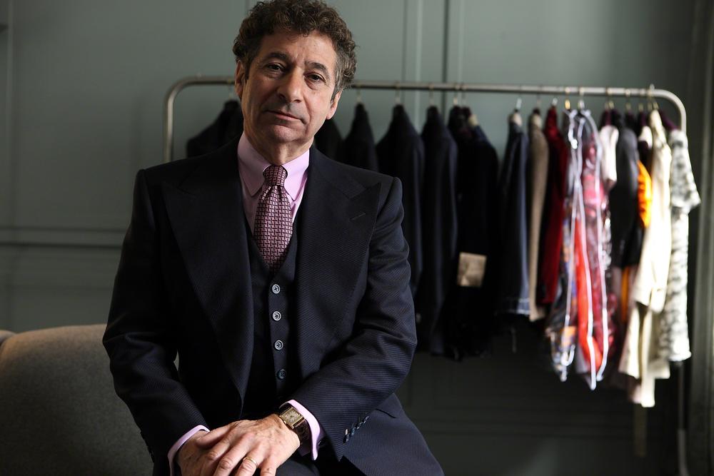 셀프리지 백화점의 맞춤복 장인 헨리 로즈는 다시 시작된 새빌로우 르네상스에 합류하듯 맞춤 서비스를 실시한다고 전했다. 맥퀸 남성복 역시 4월부터 새빌로우 맞춤 서비스로 고객들을 맞는다. ©Steffan Sturm
