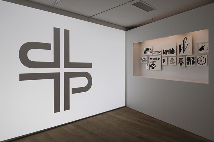 01_Les Suisses de Paris_Ausstellungsansicht_online.jpg