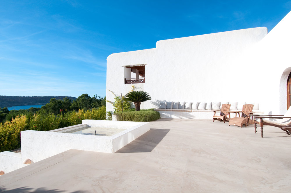 Casa la Vista sun terrace with fountain.jpg