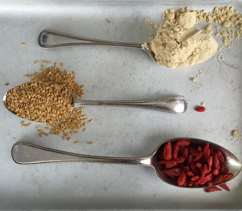 Goji berries, flaxseeds & maca: antioxidants, Omega 3 and energy in a spoon!