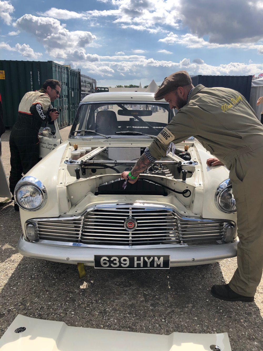 MEN TINKERING WITH VINTAGE CARS:goodwood revival.jpg