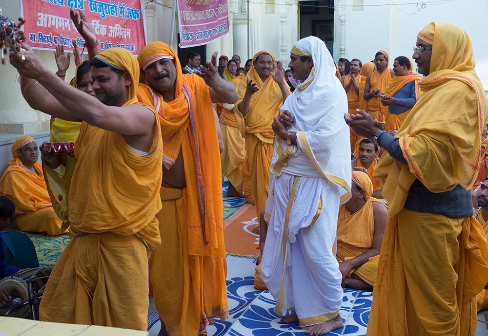 2. India Jain Temple Kharajao.jpg