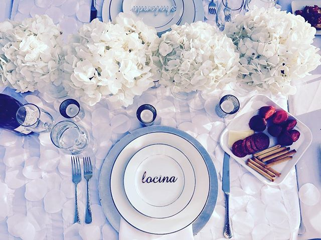 Had the pleasure of being a guest at #debdc17 on Pennsylvania Ave.  Simply elegant table scape with linen by @glamourlinen.