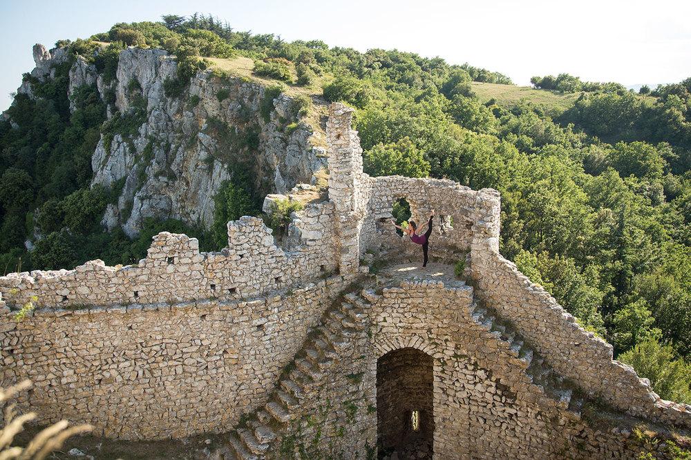 Laura en Château de Crussol, Francia.