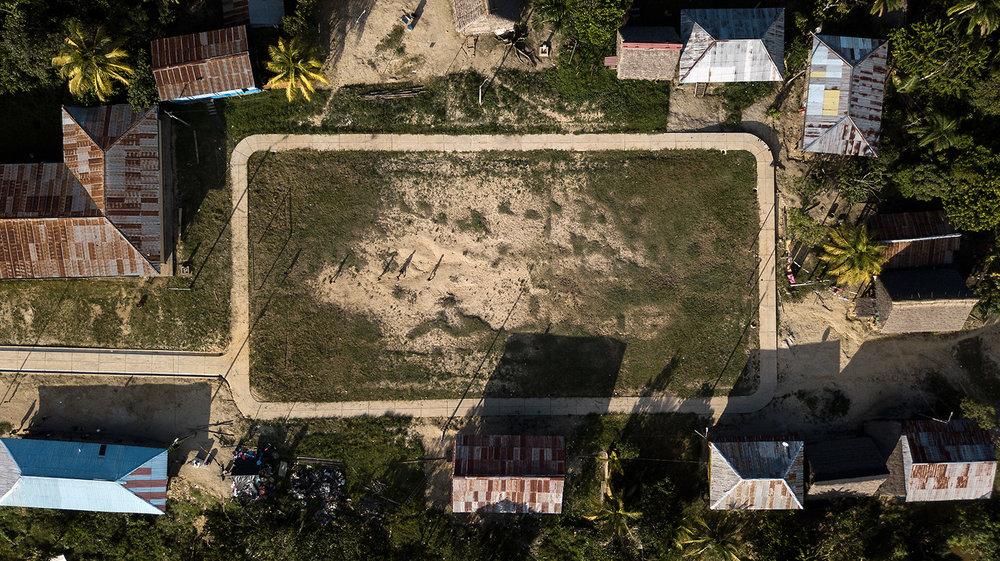 Cancha de futbol en Antioquía, Región Loreto, Perú.