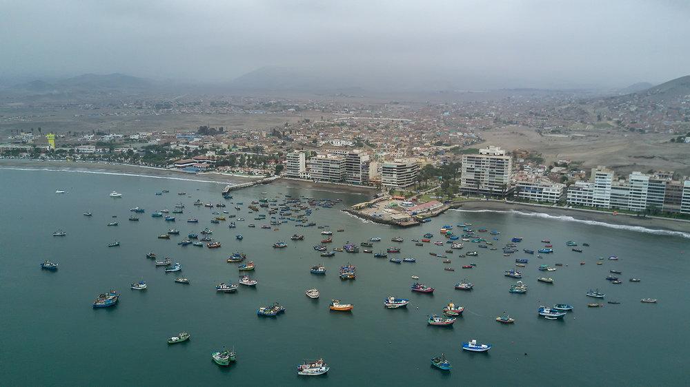 Muelle de pescadores, Ancón, Lima, Perú.