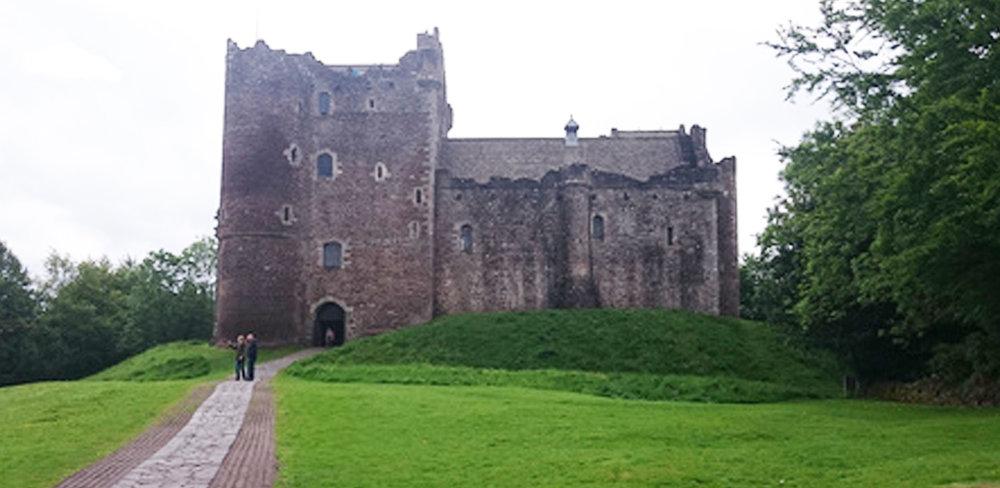 Doune_Castle_Castle_Leoch.jpg