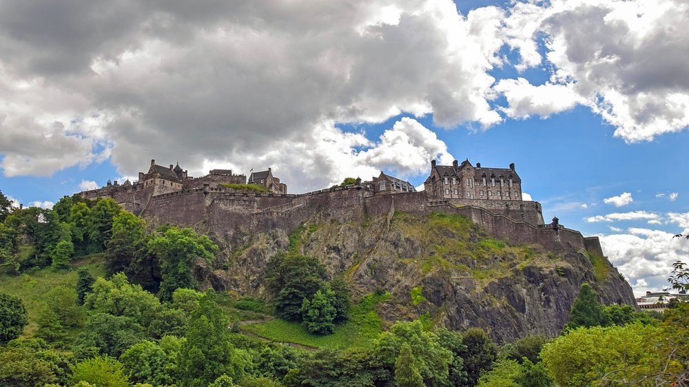Visit-Edinburgh-castle.jpg