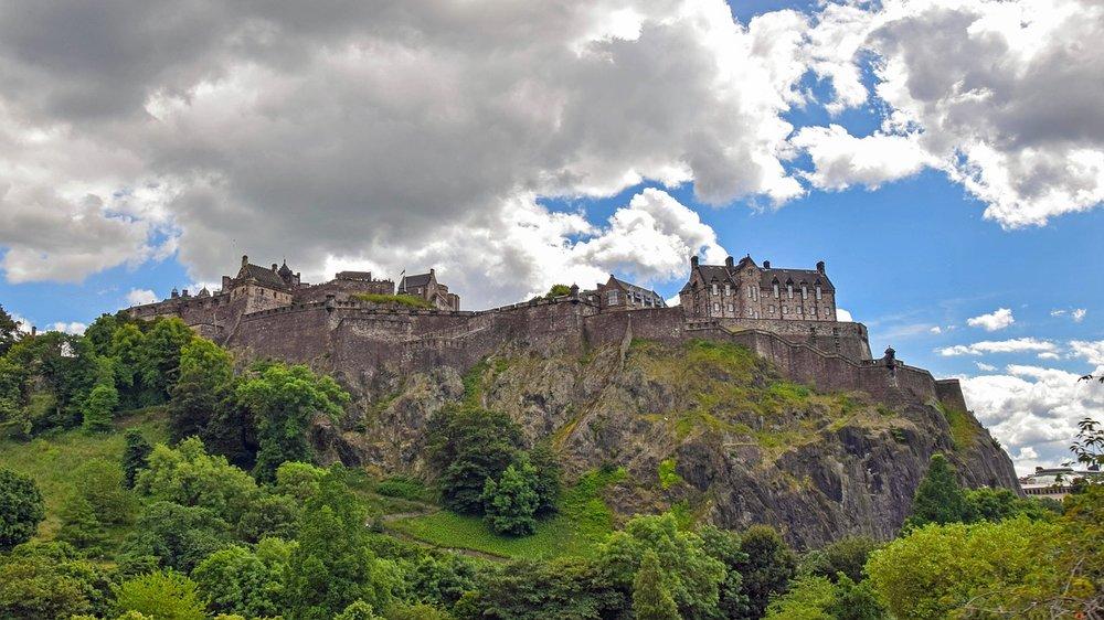 Visit-Edinburgh-castle.jpg