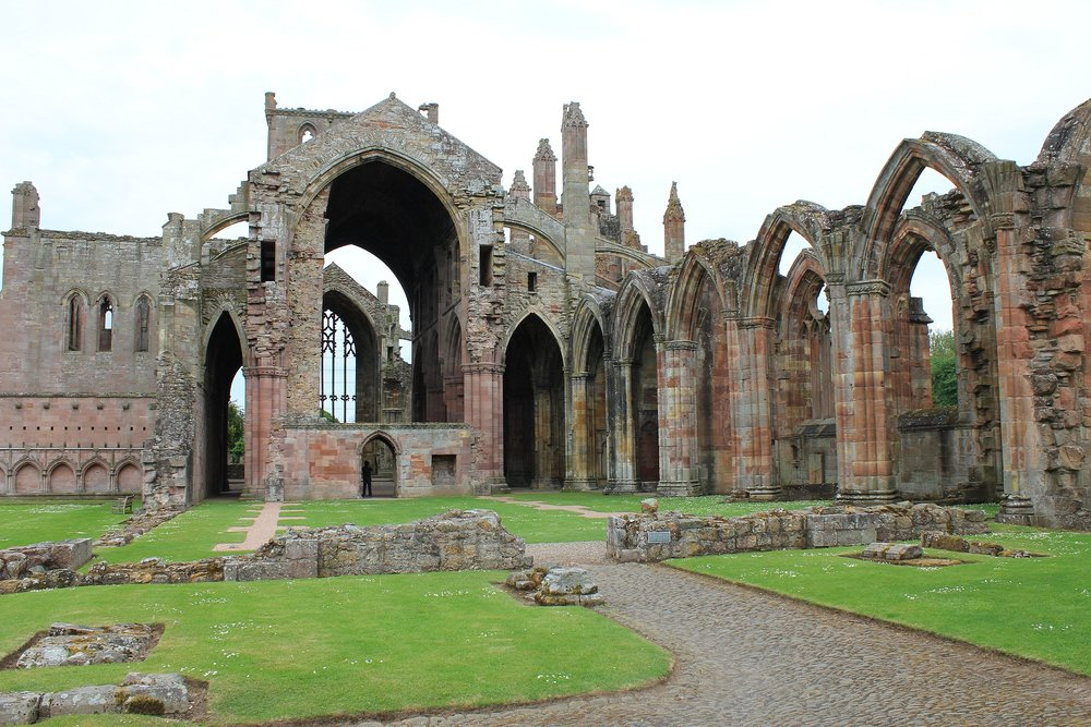 melrose-abbey-2356735_1920.jpg