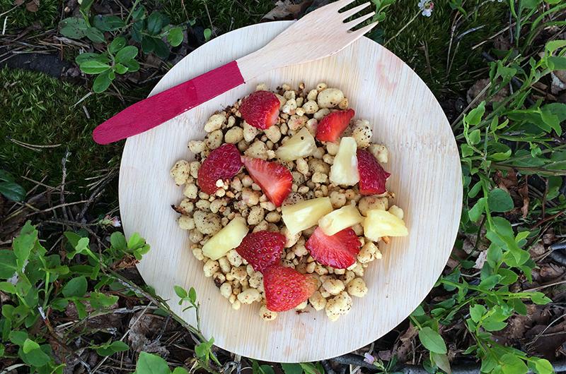 Mislykkede pannekaker = Pannekakekuler med jordbær- og ananasbiter.