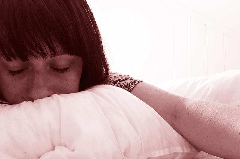 Meg: desperat på søvn og gretten av vondter i kroppen.