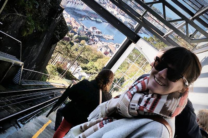 Forkjøla, men fornøyd turist, på toppen av Fløyen! Foto. Espen Døhlen - instagram: @norwayetc