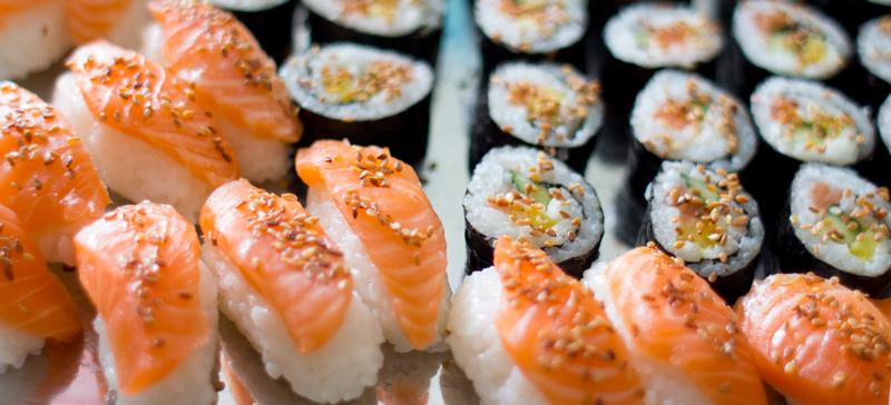 Svigermor Lise (som snart blir bestemor for første gang)hadde laget sushi og maki til den store gullmedalje!