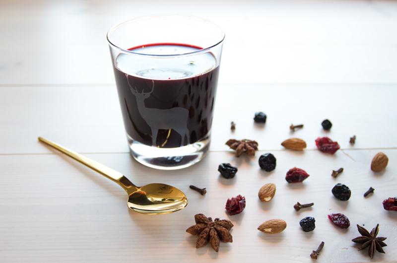 Ønsker du en skikkelig god gløgg som samtidig er bra for magen? Prøv min blåbærgløgg! Klikk på bildet for oppskrift!