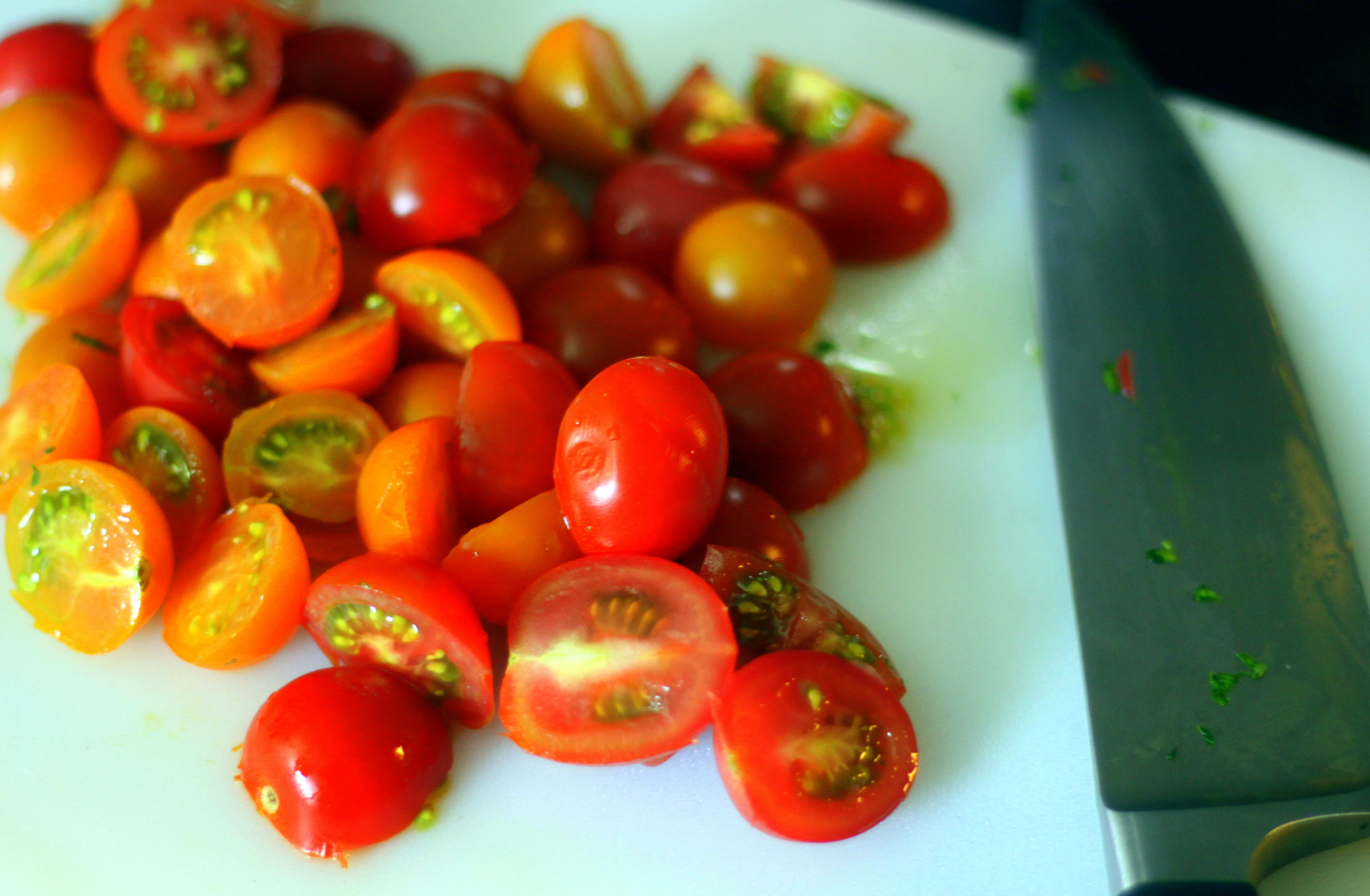 sliced cherry tomatoes