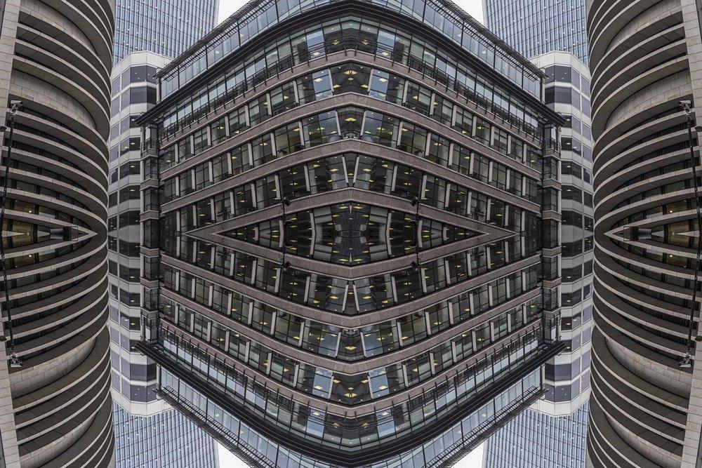 London Dream 7168the-multiverse-AmirBECH.jpg