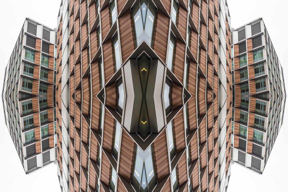 London Dream 7301the-multiverse-AmirBECH.jpg