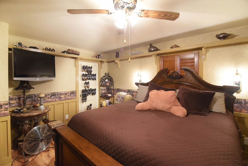 Bedroom-1-2 (1).jpg