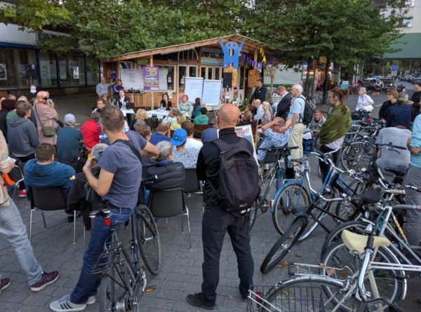 Kotti & Co public gathering at the gecekondu. Kreuzberg, Berlin. August 2016.
