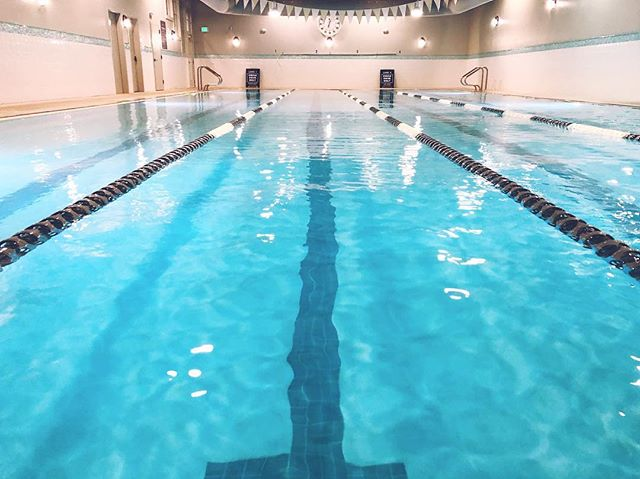 In a surprising turn of events for this first day of 2018, the pool was almost empty tonight! I've been neglecting fitness way too much since starting a new job three months ago, so I'm trying to start this year off with rebuilding healthy habits. 💪 #goodbye2017 #hello2018
