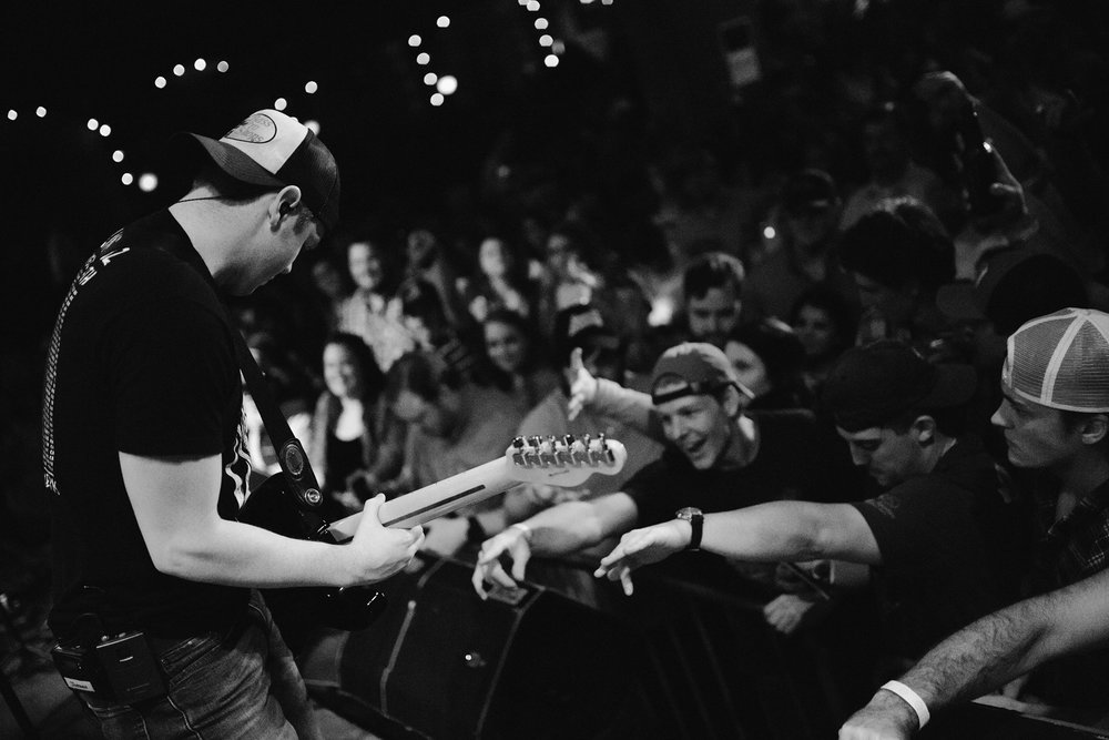 Travis Denning shreds to the local Macon country enthusiasts at the Crazy Bull.