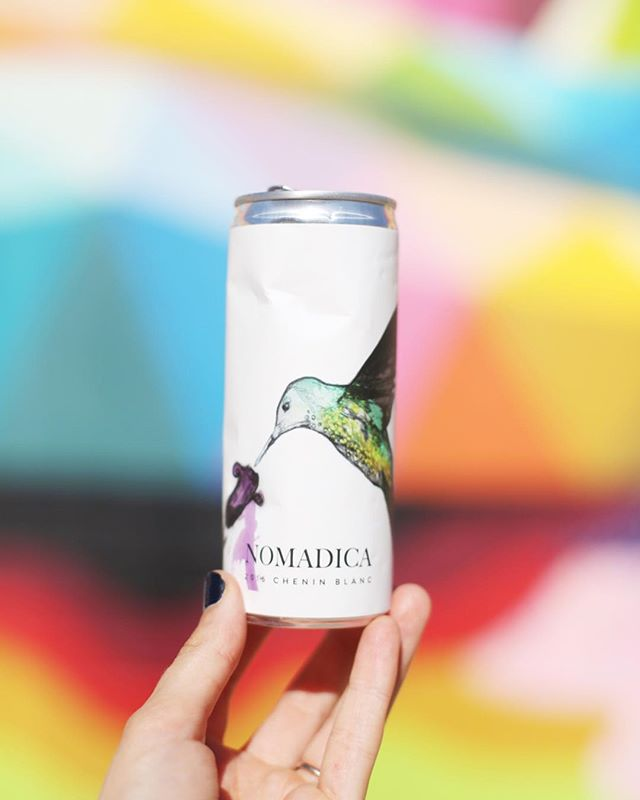 Did someone say bubbles? 🥂 This hummingbird is about to transform into a sparkling white wine. Amazing mural backdrop courtesy of the incredible @okudart 🙌🏻🎨 #cannedwine #yeswecan #nomadicawine #winecans