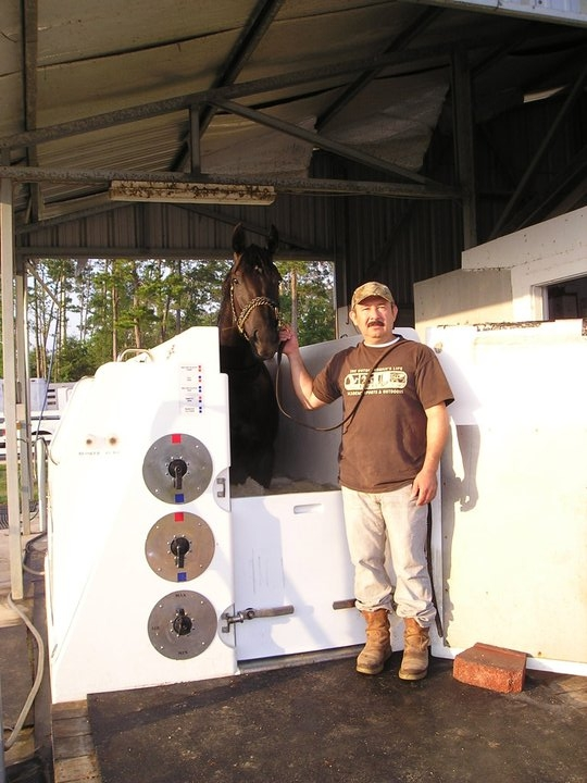 Oscar Lopez with Cat Five Storm in the Equine Spa at Delta Downs