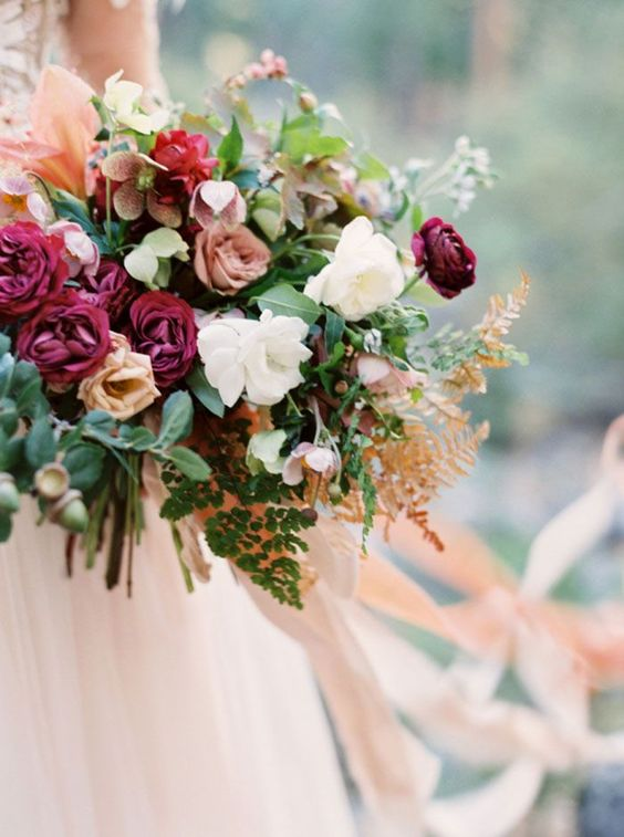 photo  CASSIDY CARSON PHOTOGRAPHY  / florals  KELLY LENARD