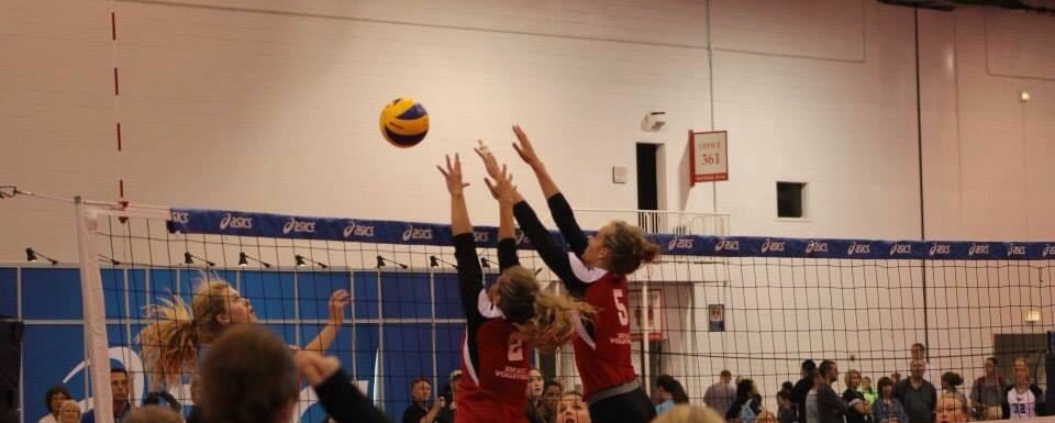 Ellie double blocking during a match while playing for Impact.