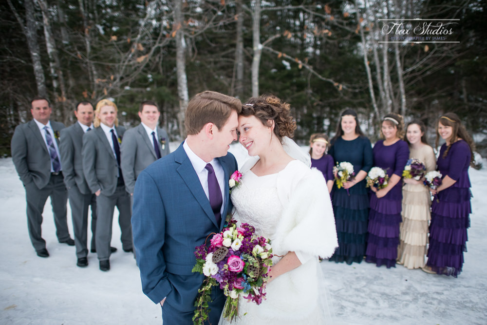 Romantic wedding pictures in the snow